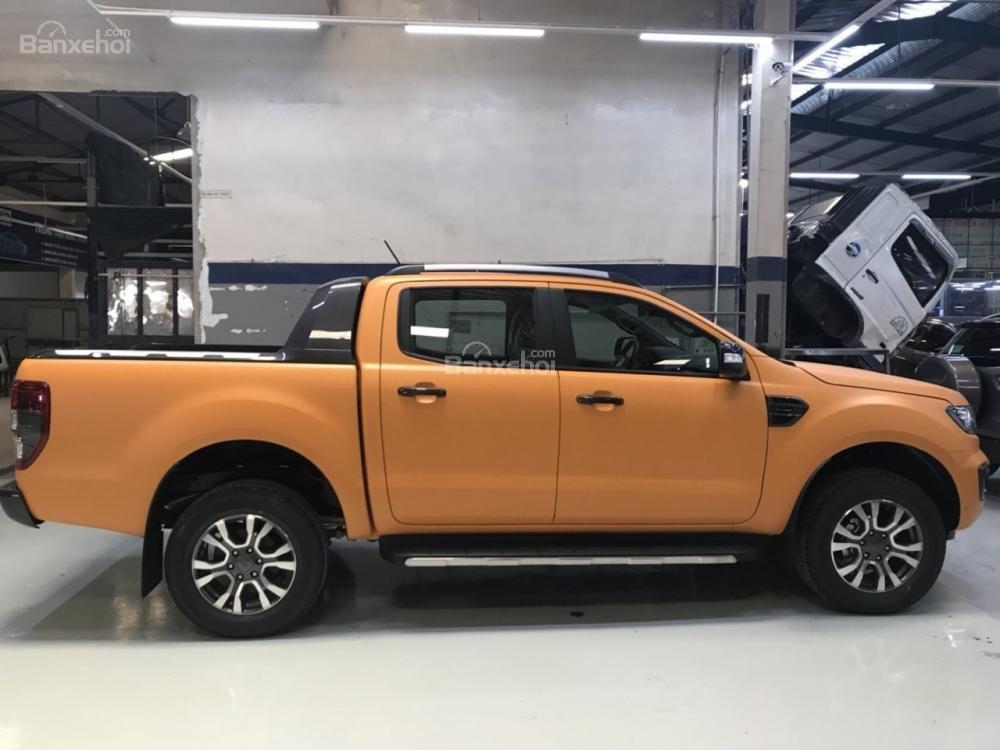 """""""Hot Hot"""" Ford Ranger Wildtrak Bi Turbo 2.0L ưu đãi nắp thùng, BHVC, xe giao ngay, ngân hàng hỗ trợ 90%, lãi suất 0,5%-4"""