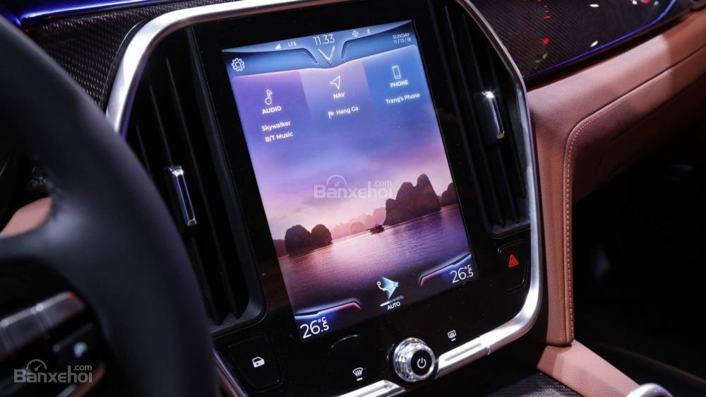 Đánh giá xe VinFast LUX A2.0: Xe sẽ được trang bị màn hình giải trí cỡ lớn.