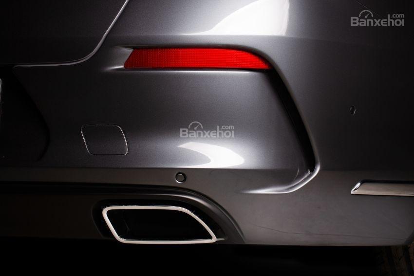 Đánh giá xe VinFast LUX A2.0: Ống xả.
