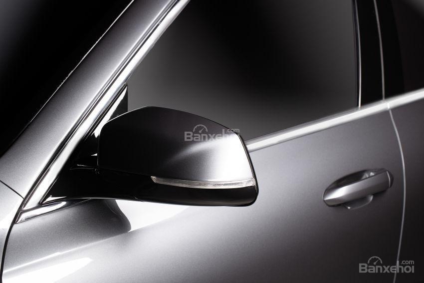 Đánh giá xe VinFast LUX A2.0: Gương chiếu hậu.