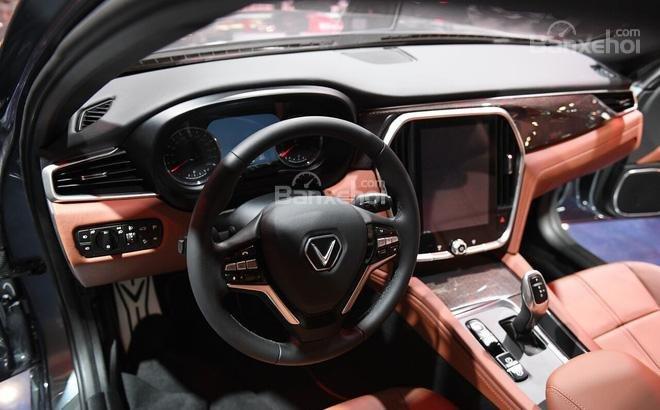 So sánh VinFast LUX A2.0 và Mazda 6 về nội thất 1...