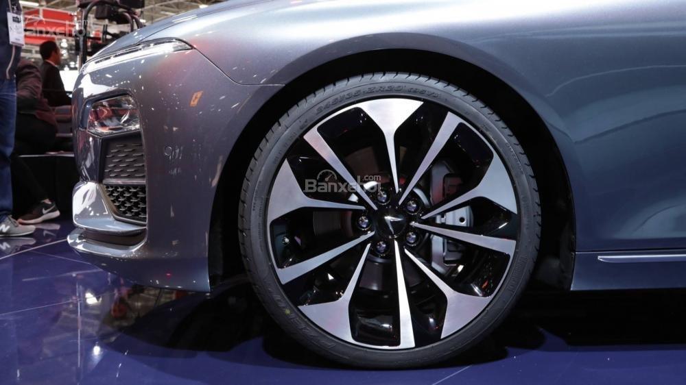 Đánh giá xe VinFast LUX A2.0: Mâm xe.