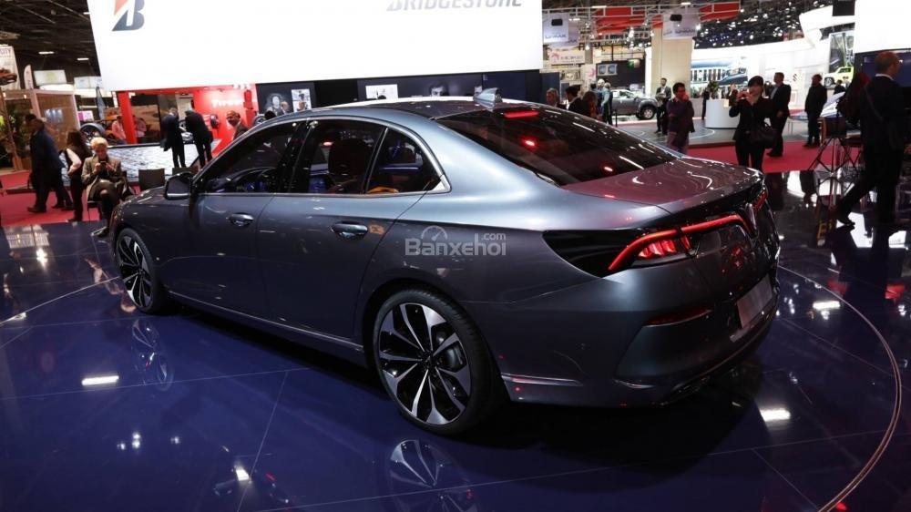 Đánh giá xe VinFast LUX A2.0: Được trang bị động cơ 2,0 lít.