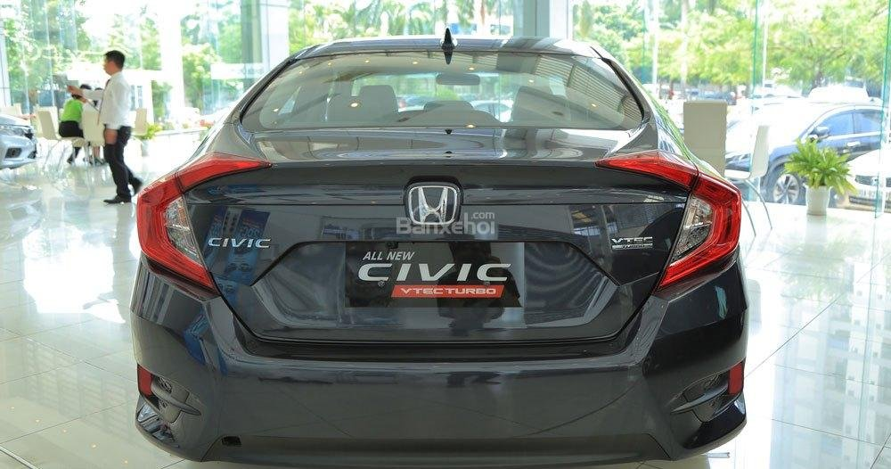 Honda Civic 1.5L và Toyota Corolla Altis Sport 10