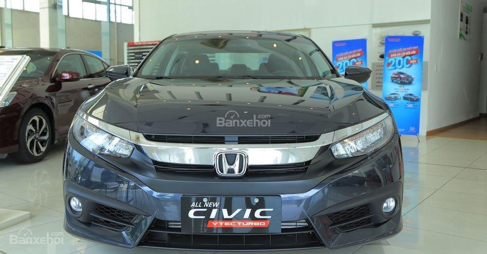 Honda Civic 1.5L và Toyota Corolla Altis Sport 2