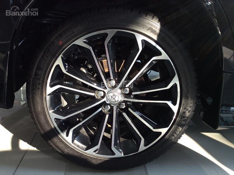 Honda Civic 1.5L và Toyota Corolla Altis Sport 8