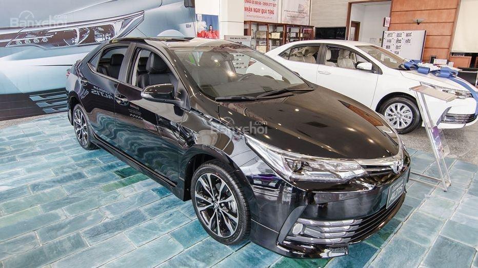 Honda Civic 1.5L và Toyota Corolla Altis Sport 5