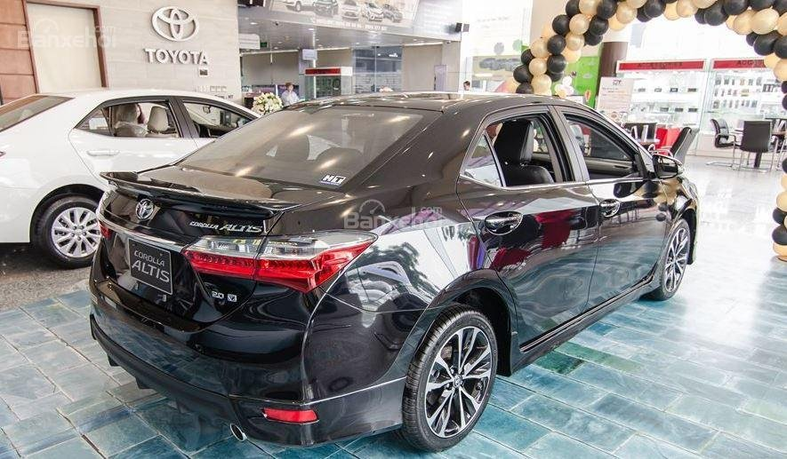 Honda Civic 1.5L và Toyota Corolla Altis Sport 9