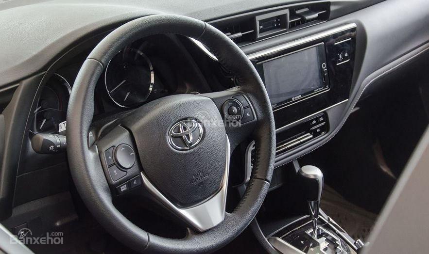 Honda Civic 1.5L và Toyota Corolla Altis Sport 12