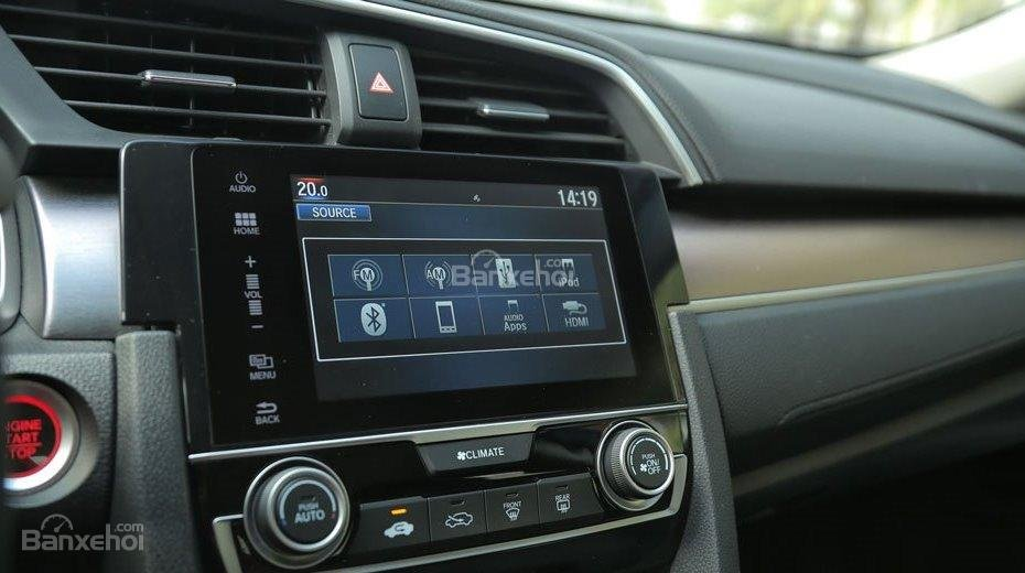 Honda Civic 1.5L và Toyota Corolla Altis Sport 17