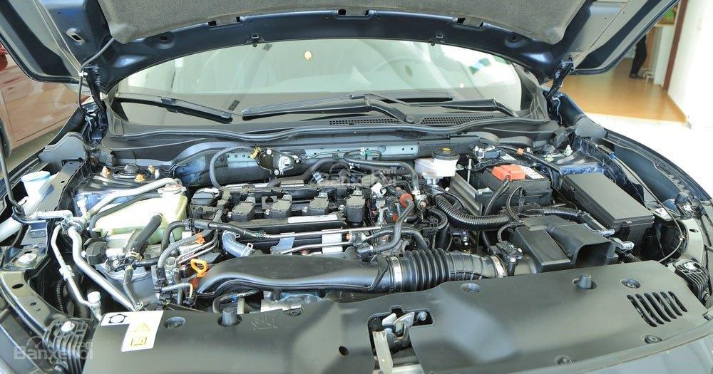 Honda Civic 1.5L và Toyota Corolla Altis Sport 19