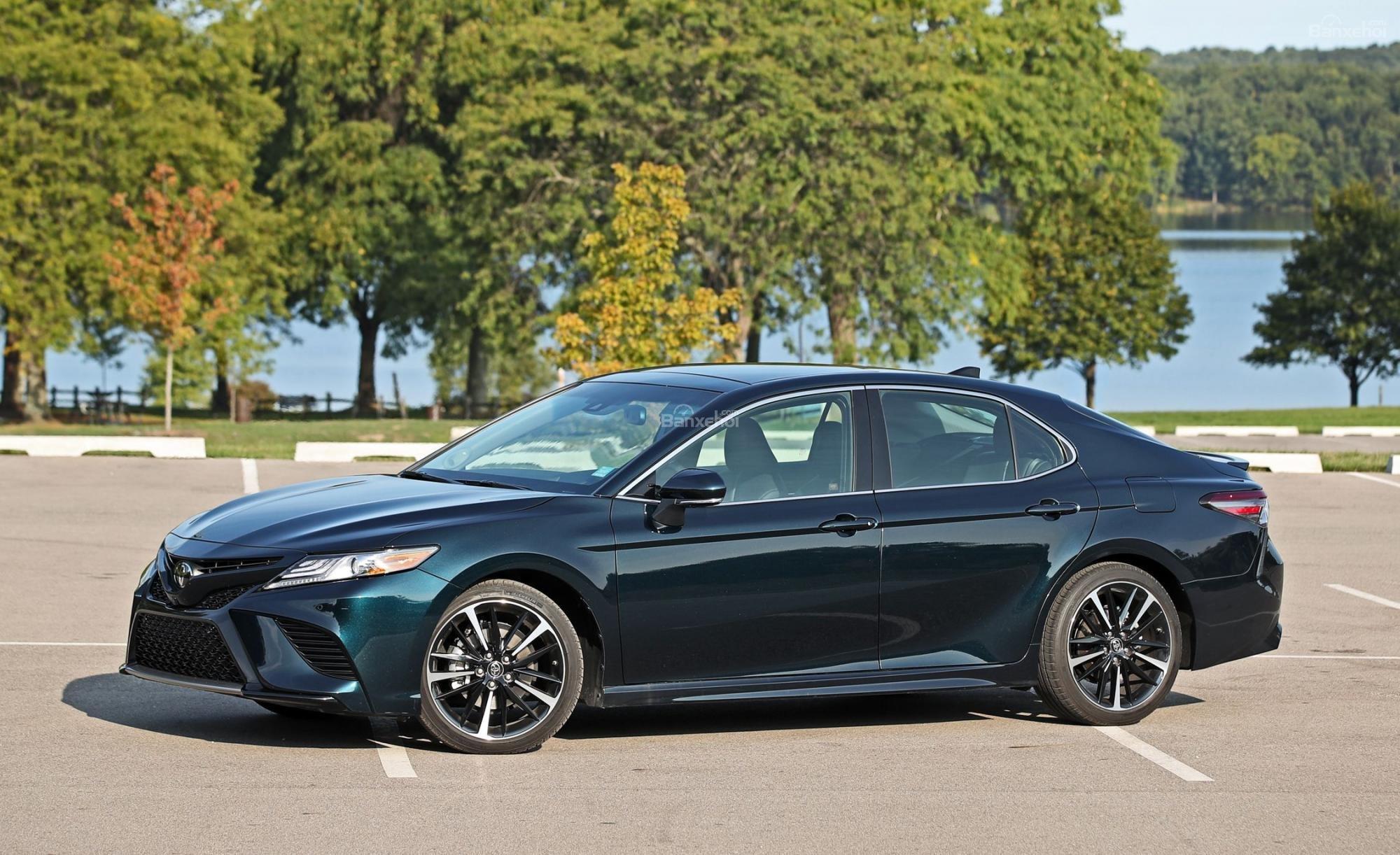 Đánh giá xe Toyota Camry XSE V6 2019.