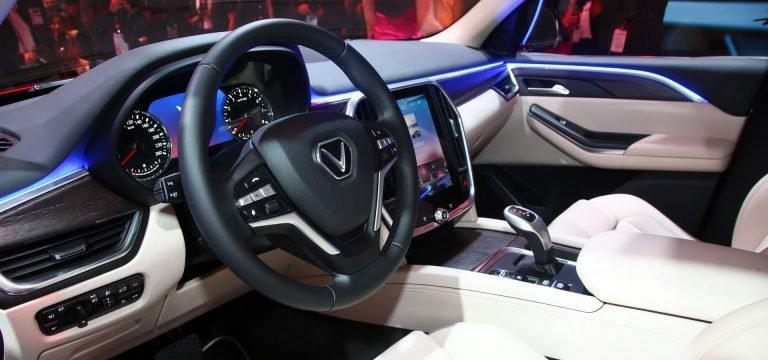 Đánh giá xe VinFast LUX SA2.0: Vô-lăng 3 chấu đa chức năng bọc da ...
