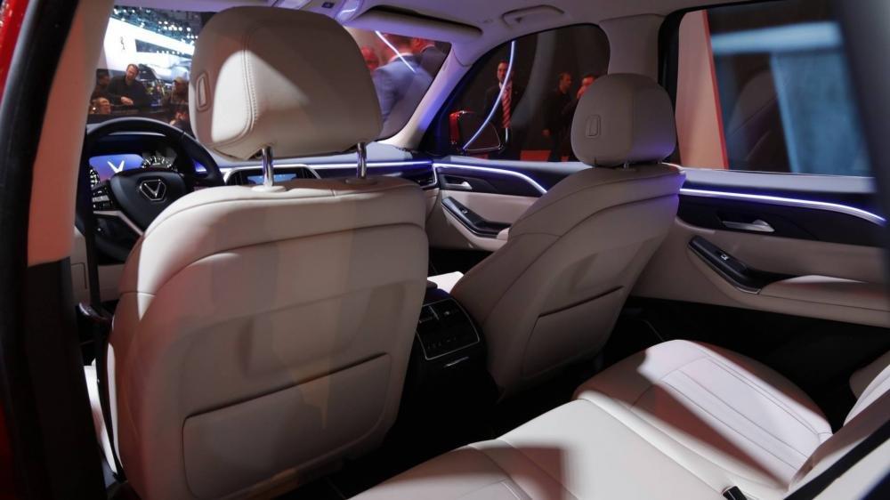 Đánh giá xe VinFast LUX SA2.0: Không gian hàng ghế thứ 2...