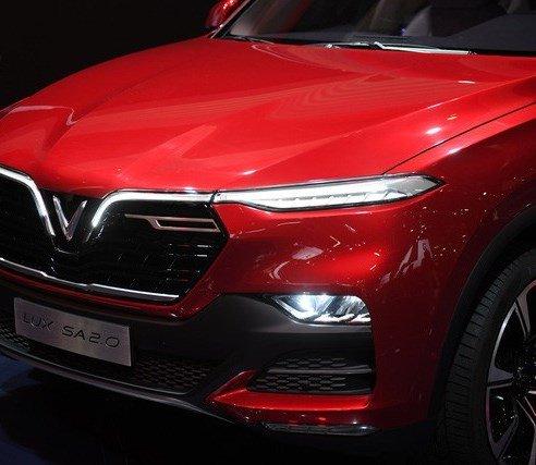 Đánh giá xe VinFast LUX SA2.0: Biển tượng V và F nổi bật...