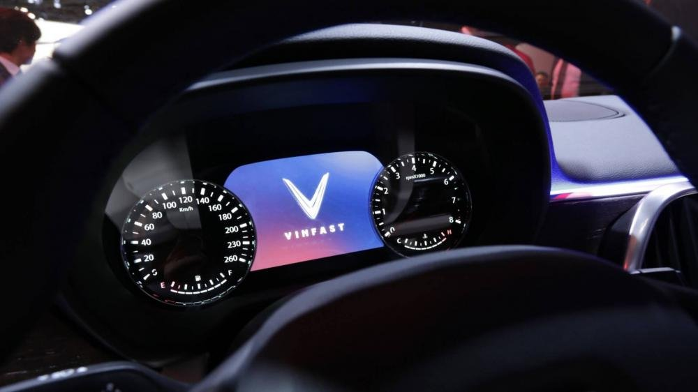 Đánh giá xe VinFast LUX SA2.0: Đồng hồ lái Analogue...