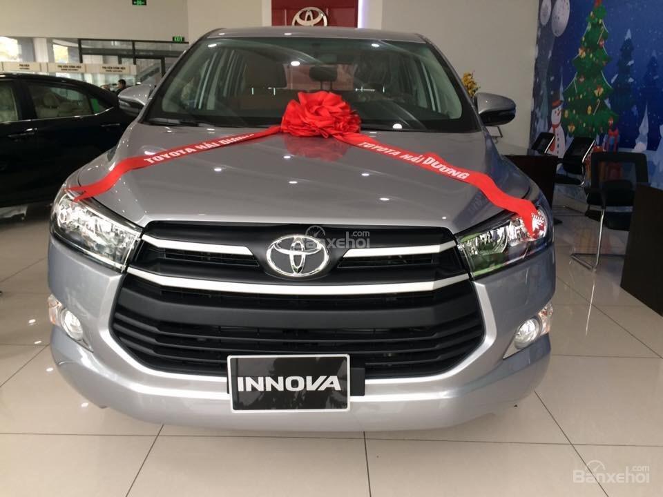 Toyota Hải Dương bán Toyota Innova E, màu bạc, LH 090 634 11 11 Mr Thắng-1