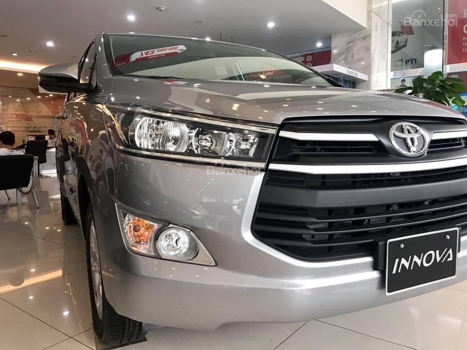 Toyota Hải Dương bán Toyota Innova E, màu bạc, LH 090 634 11 11 Mr Thắng-3