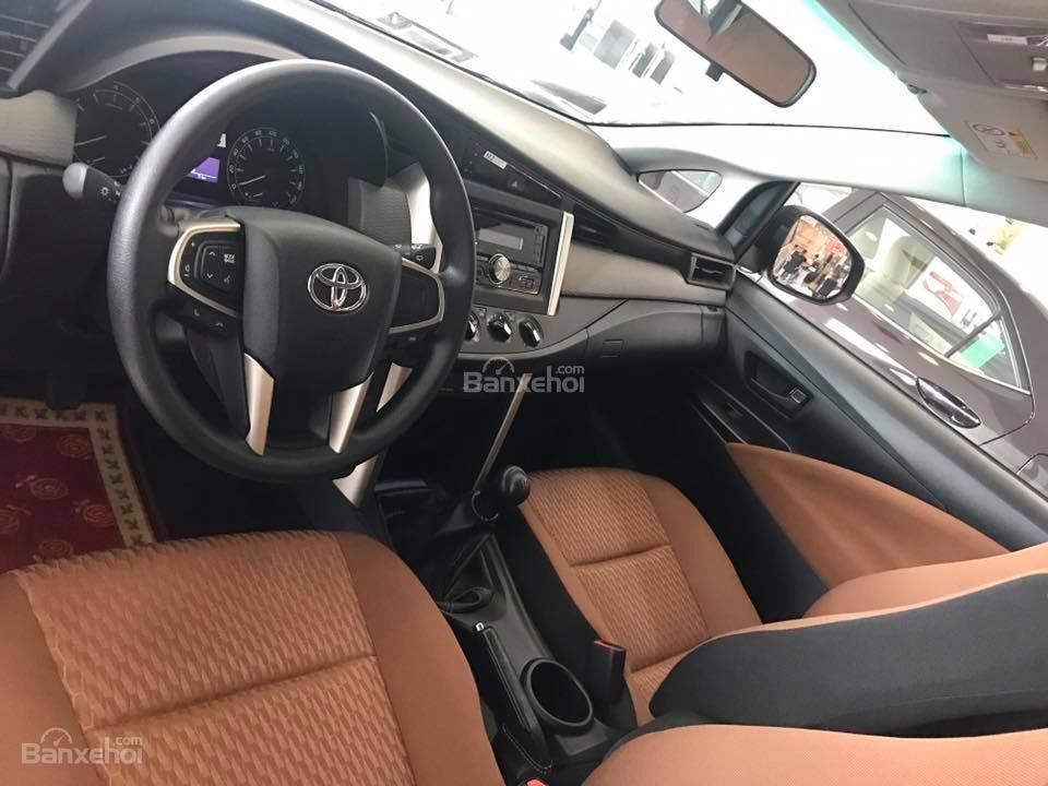 Toyota Hải Dương bán Toyota Innova E, màu bạc, LH 090 634 11 11 Mr Thắng-5