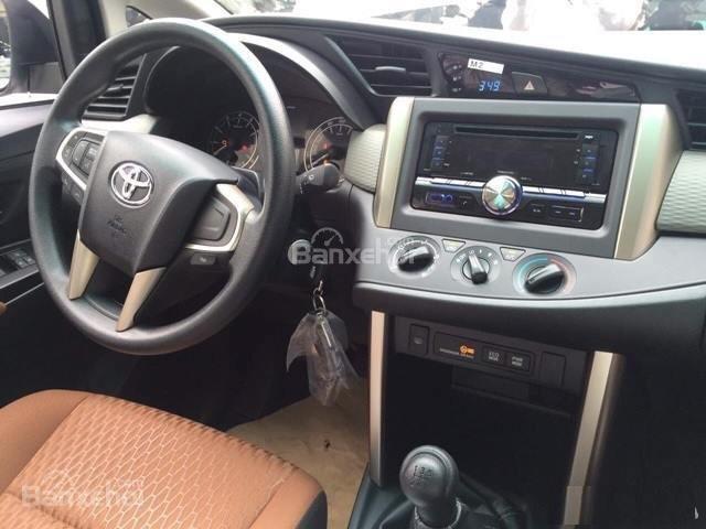 Toyota Hải Dương bán Toyota Innova E, màu bạc, LH 090 634 11 11 Mr Thắng-6