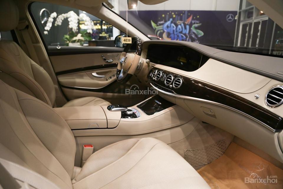 Ghế trước của Mercedes-Benz S450 Luxury