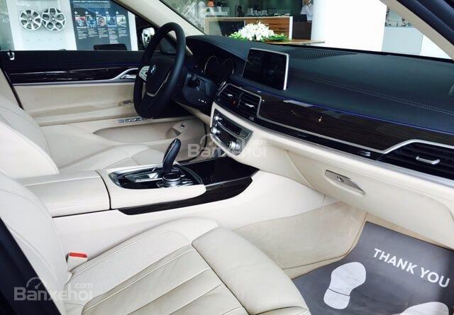 Ghế trước của BMW 740Li