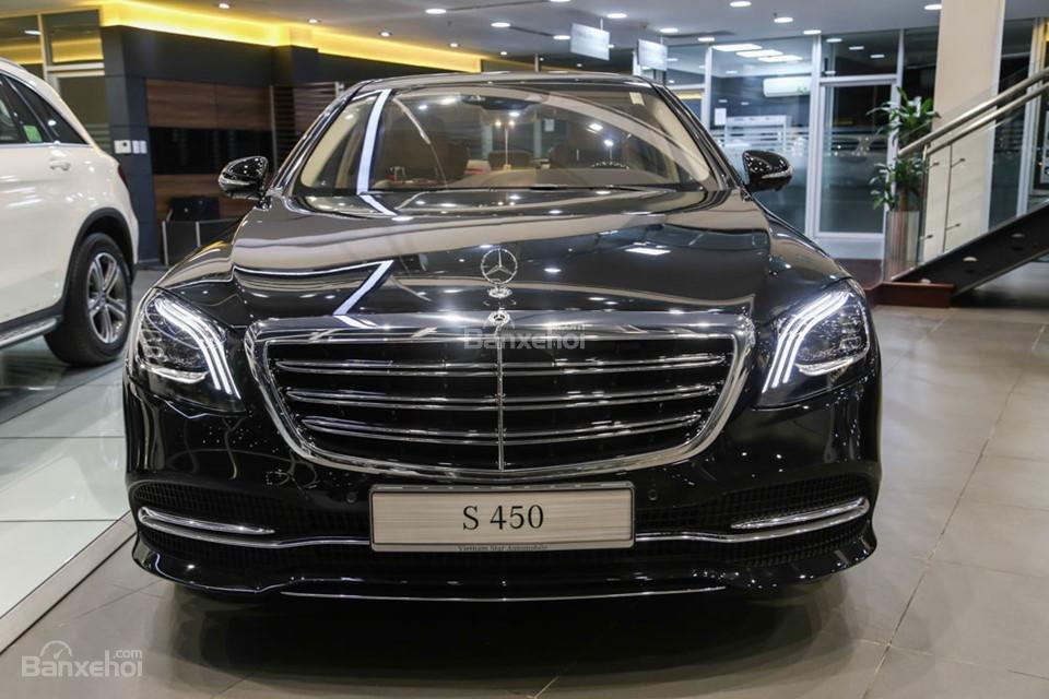 Đầu xe Mercedes-Benz S450 Luxury