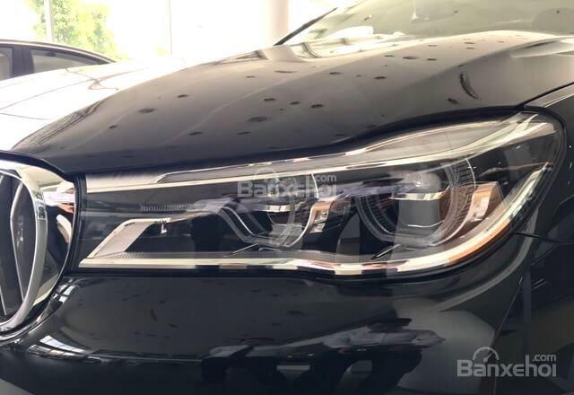 Đèn xe BMW 740Li