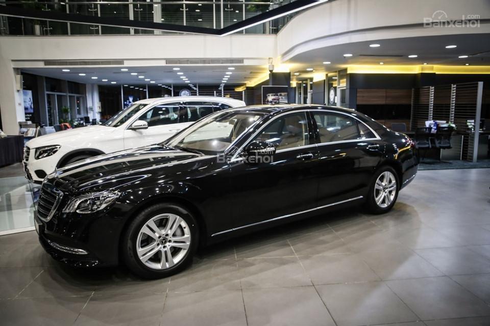 Thân xe Mercedes-Benz S450 Luxury