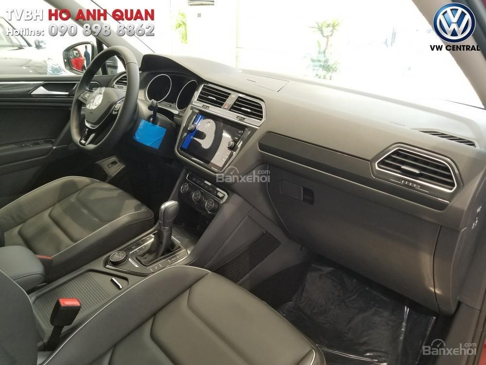 SUV 7 chỗ Tiguan Allspace màu đỏ ruby giao ngay - Xem và lái thử xe tại nhà, hotline: 090.898.8862 (Mr. Anh Quân) (7)