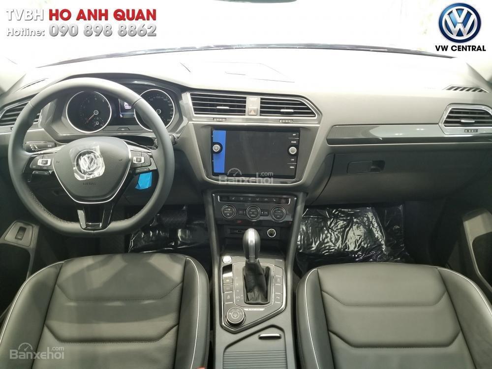 SUV 7 chỗ Tiguan Allspace màu đỏ ruby giao ngay - Xem và lái thử xe tại nhà, hotline: 090.898.8862 (Mr. Anh Quân) (8)