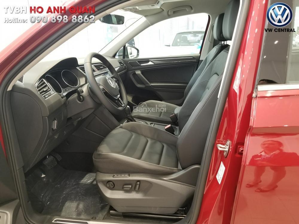 SUV 7 chỗ Tiguan Allspace màu đỏ ruby giao ngay - Xem và lái thử xe tại nhà, hotline: 090.898.8862 (Mr. Anh Quân) (9)