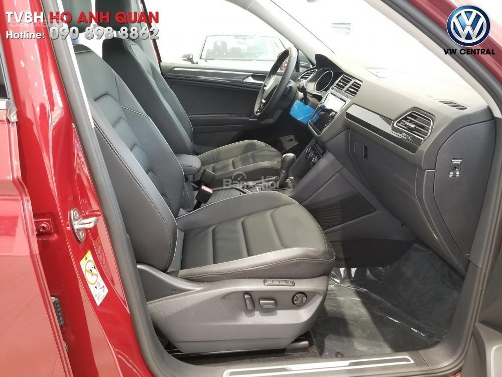 SUV 7 chỗ Tiguan Allspace màu đỏ ruby giao ngay - Xem và lái thử xe tại nhà, hotline: 090.898.8862 (Mr. Anh Quân) (11)
