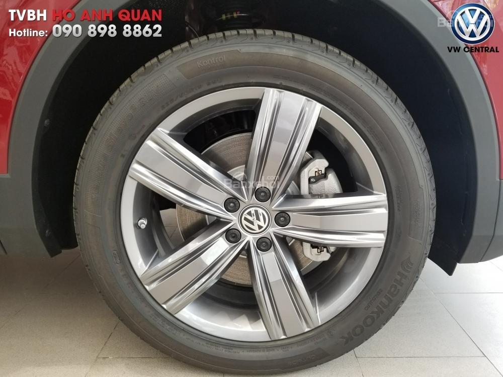 SUV 7 chỗ Tiguan Allspace màu đỏ ruby giao ngay - Xem và lái thử xe tại nhà, hotline: 090.898.8862 (Mr. Anh Quân) (16)