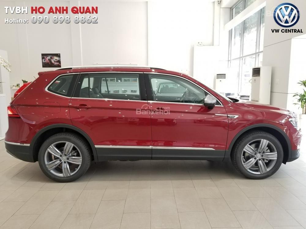SUV 7 chỗ Tiguan Allspace màu đỏ ruby giao ngay - Xem và lái thử xe tại nhà, hotline: 090.898.8862 (Mr. Anh Quân) (21)