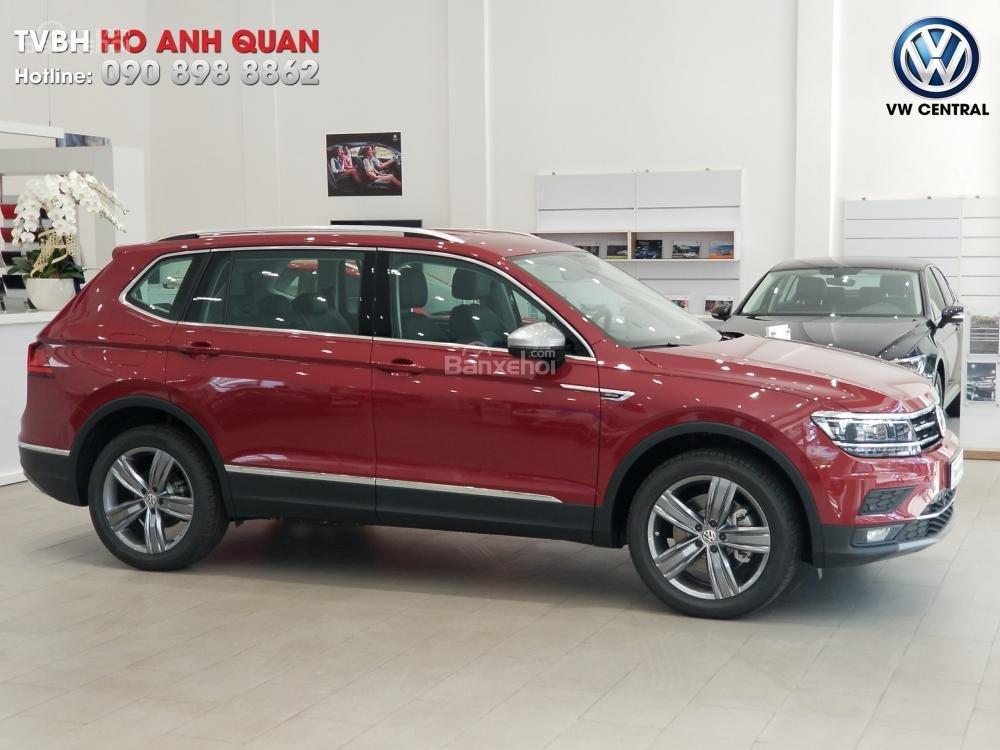 SUV 7 chỗ Tiguan Allspace màu đỏ ruby giao ngay - Xem và lái thử xe tại nhà, hotline: 090.898.8862 (Mr. Anh Quân) (22)