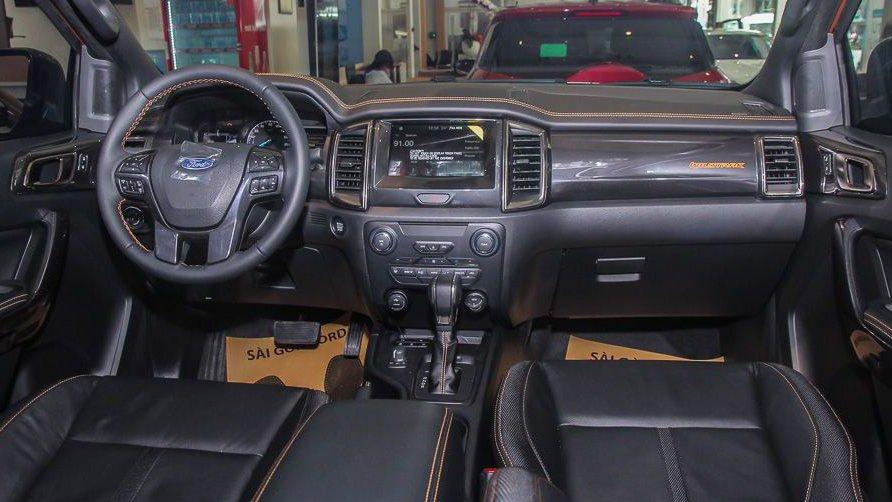 Chevrolet Colorado 2019 và Ford Ranger 2019 đều sử dụng ghế ngồi bọc da khá chất lượng 3