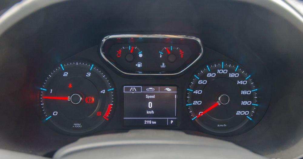 So sánh xe Chevrolet Colorado 2019 và Ford Ranger 2019 về đồng hồ lái.