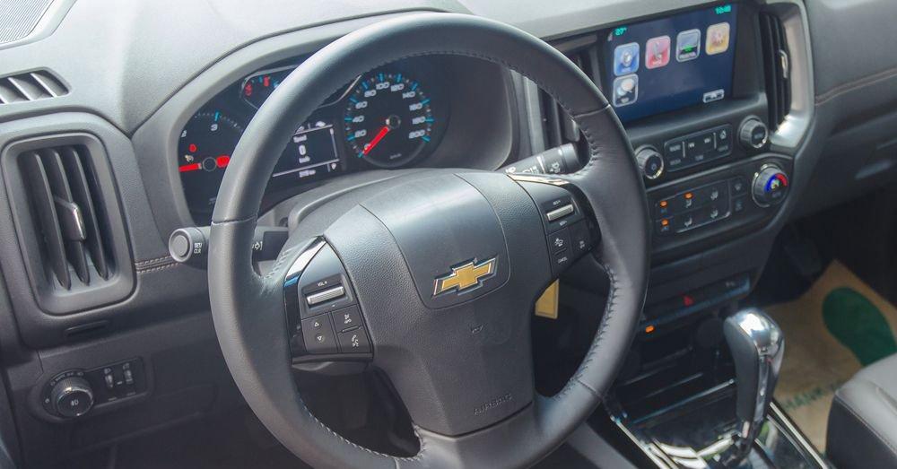 So sánh xe Chevrolet Colorado 2019 và Ford Ranger 2019 về vô-lăng.