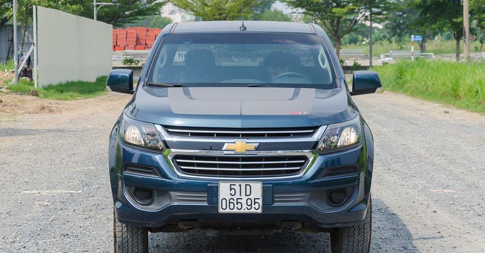 So sánh xe Chevrolet Colorado 2019 và Ford Ranger 2019 về đầu xe.