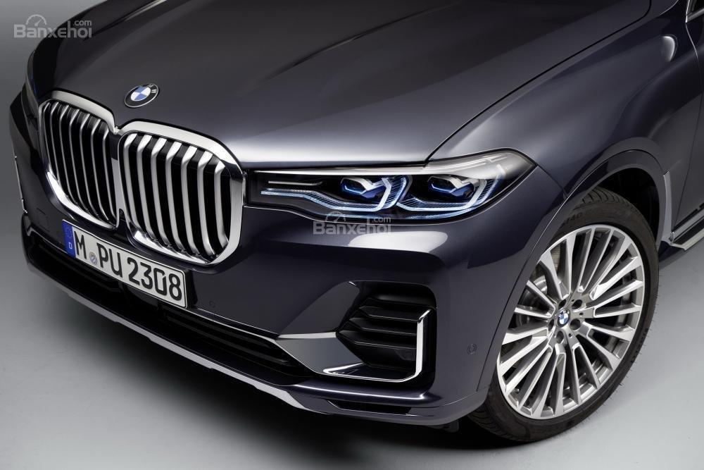 BMW X7 2019 có giá khởi điểm từ 73.900 USD (1,7 tỷ đồng) tại Mỹ.