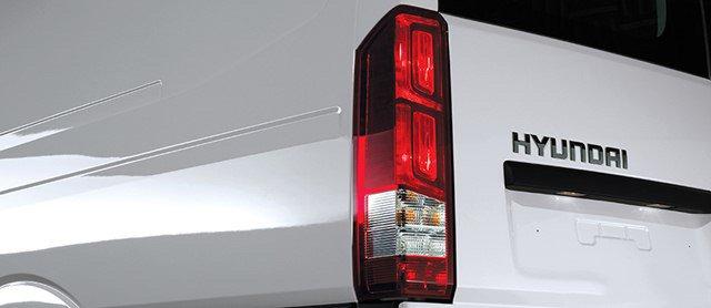 Đánh giá xe Hyundai Solati 2019: Thiết kế đuôi xe 1