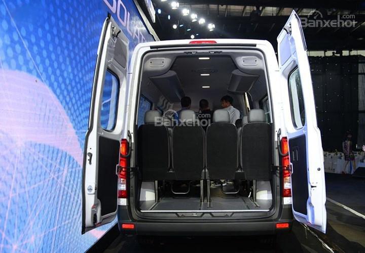 Đánh giá xe Hyundai Solati 2019 về khoang chứa đồ a8