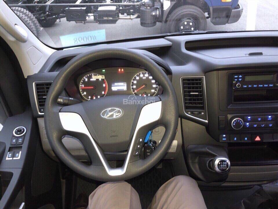 Đánh giá xe Hyundai Solati 2019 về vô-lăng 1