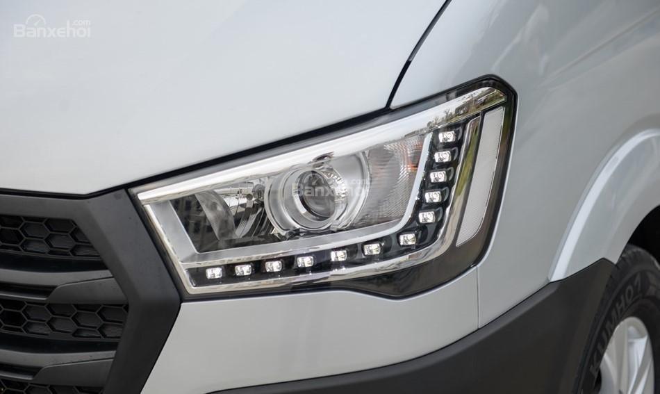 Đánh giá xe Hyundai Solati 2019: Thiết kế đèn pha bắt mắt 1