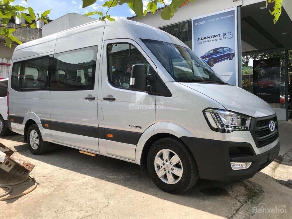 Đánh giá xe Hyundai Solati 2019 về thiết kế thân xe a2