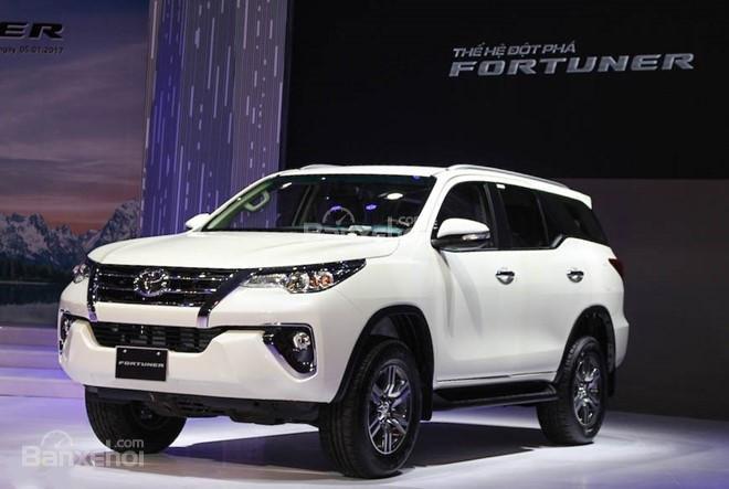 Honda CR-V 2018 và Toyota Fortuner 2018 về phần đầu 2
