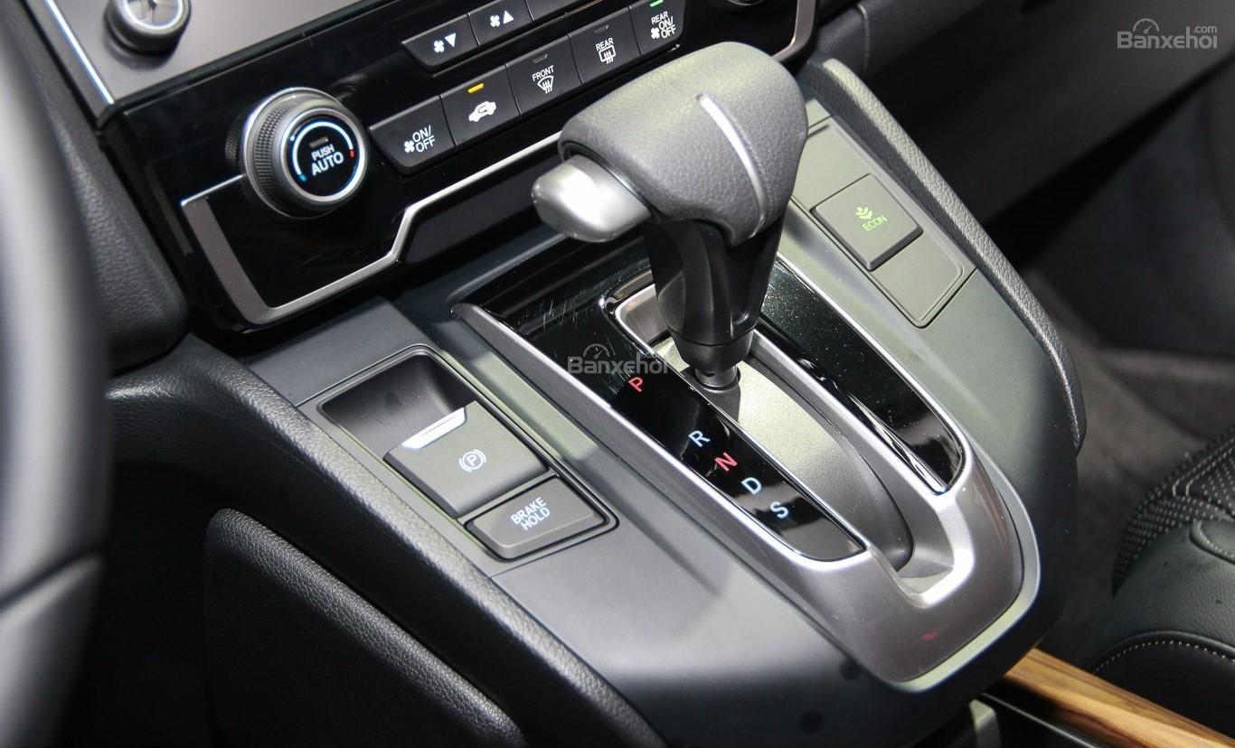 Honda CR-V 2018 và Toyota Fortuner 2018 về cần gạt 1
