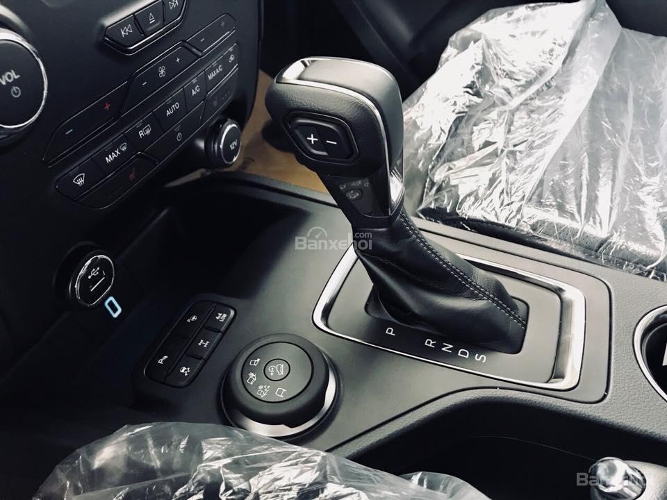 Giảm giá 2019 Ford Everest Bi-Turbo, Trend 2018 đủ màu, giao ngay, tặng bảo hiểm vật chất, dán phim. LH 0909907900-1
