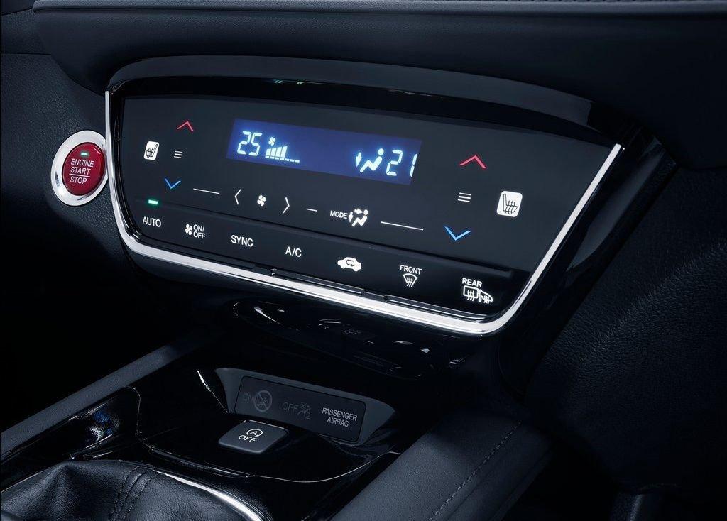 So sánh xe Mazda CX-5 2018 và Honda HR-V 2018 về trang bị giải trí 7